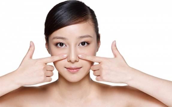 Làm mũi nhỏ lại tự nhiên nhờ massage