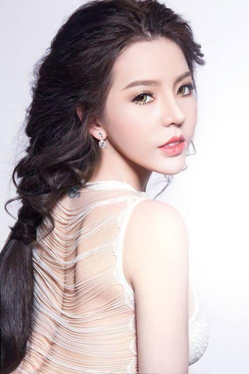 hình ảnh sau nâng mũi của Hotgirl Việt 1