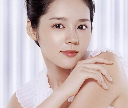 Han Ga In sở hữu mũi cao đẹp thanh tú